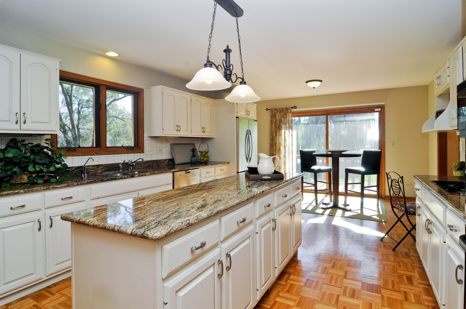 Real Estate Photography - 425 Bradwell Rd, Barrington, IL, 60010 - Kitchen
