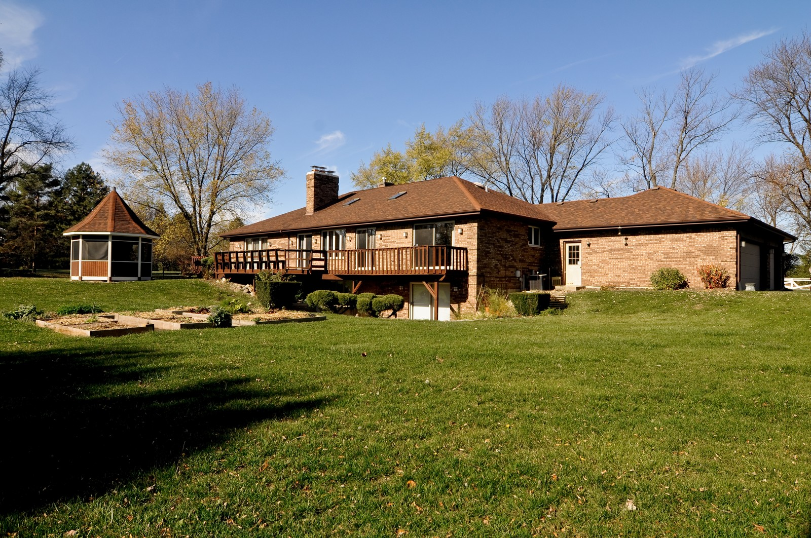 Real Estate Photography - 425 Bradwell Rd, Barrington, IL, 60010 - Rear View
