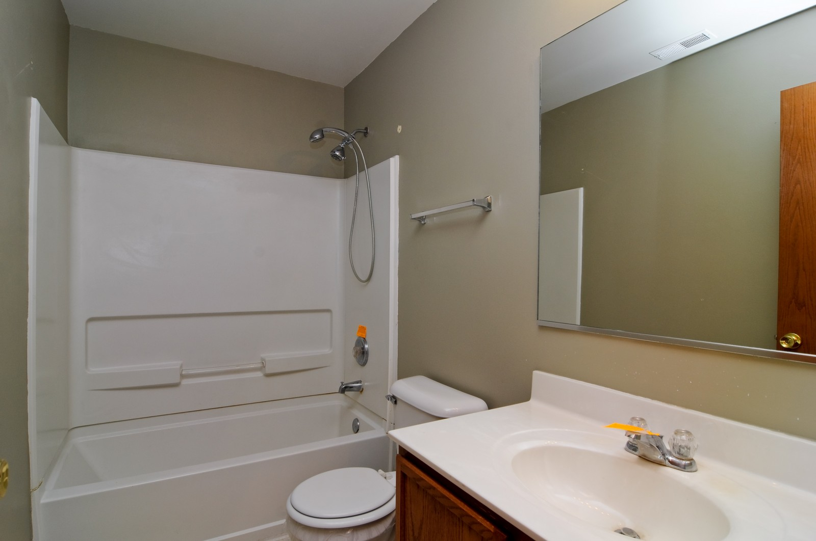 Real Estate Photography - 2208 Evergreen Cir, McHenry, IL, 60050 - Bathroom