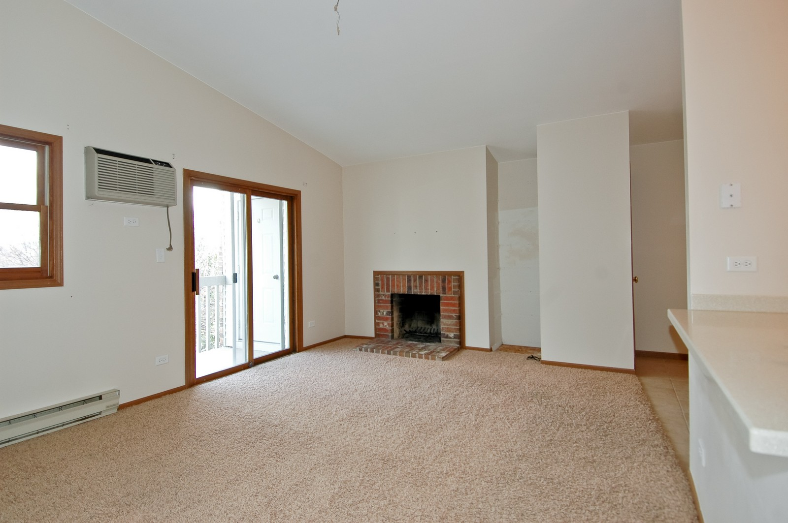 Real Estate Photography - 4314 Shamrock Ln, Unit 3B, McHenry, IL, 60050 - Living Room