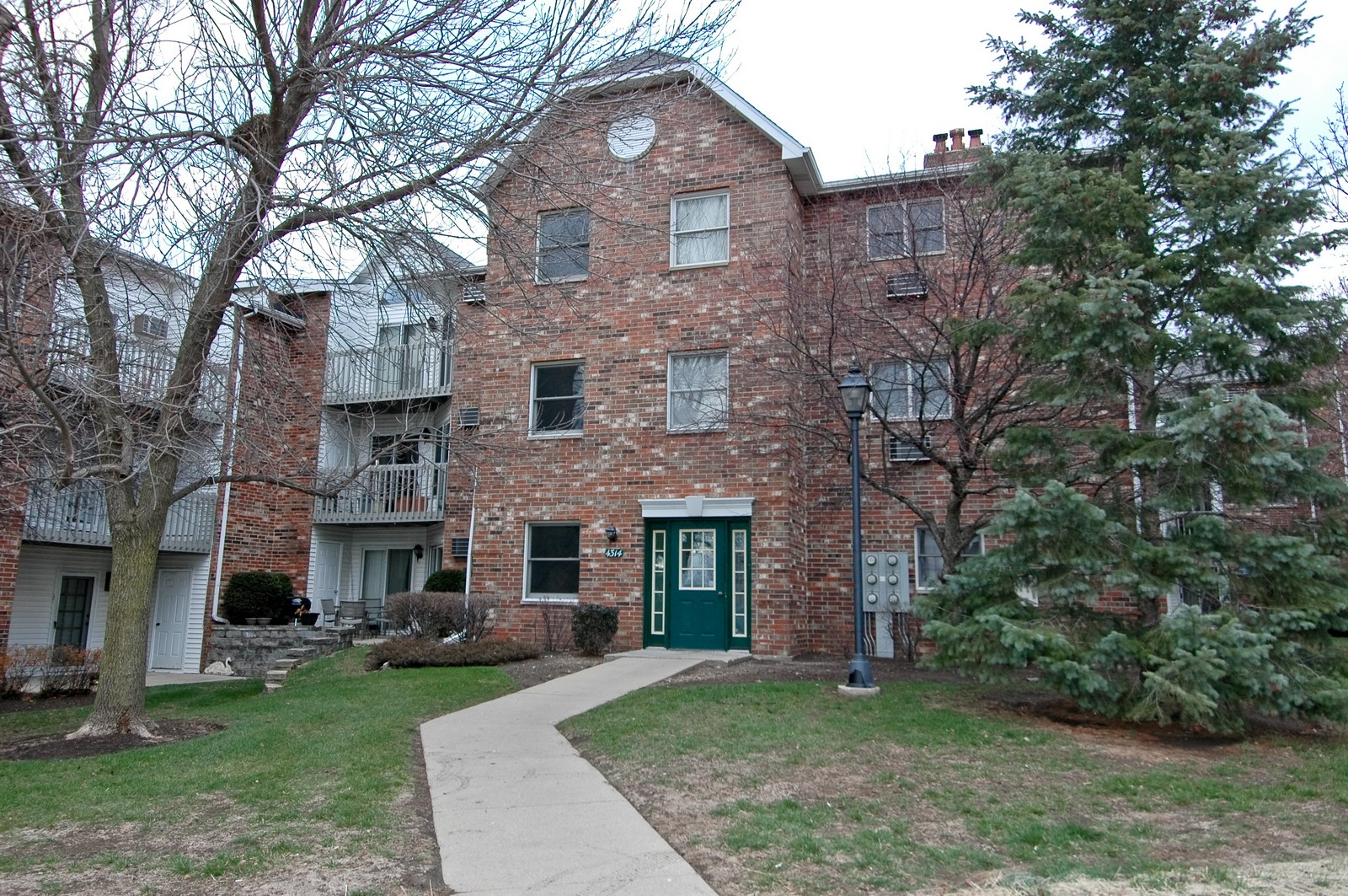 Real Estate Photography - 4314 Shamrock Ln, Unit 3B, McHenry, IL, 60050 - Front View