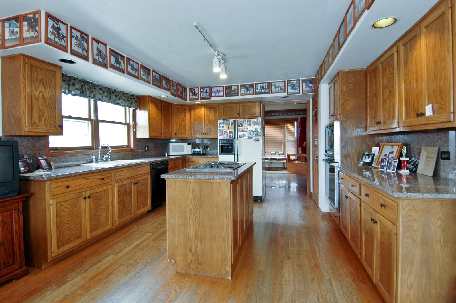 Real Estate Photography - 9006 W Wonder Lake Rd, Woodstock, IL, 60098 - Kitchen