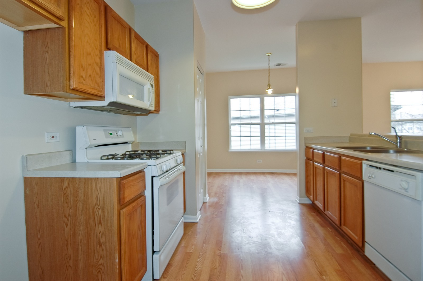 Real Estate Photography - 2737 Cobblestone Dr, Unit B, Crystal Lake, IL, 60012 - Kitchen