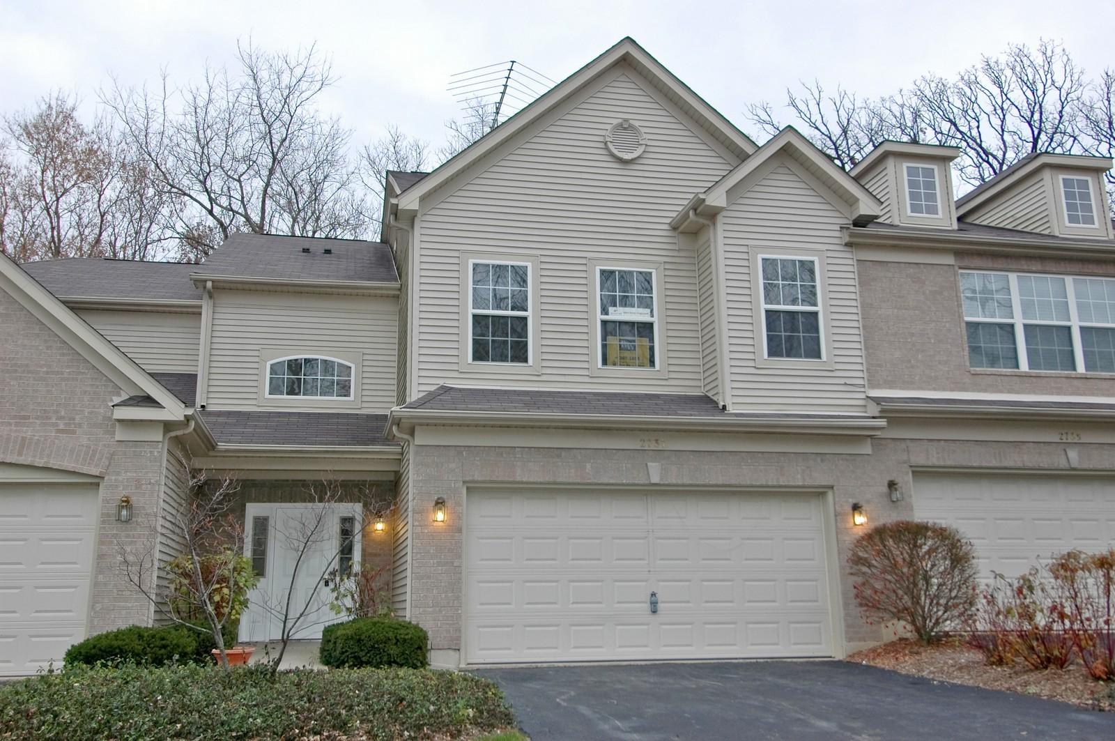 Real Estate Photography - 2737 Cobblestone Dr, Unit B, Crystal Lake, IL, 60012 - Front View