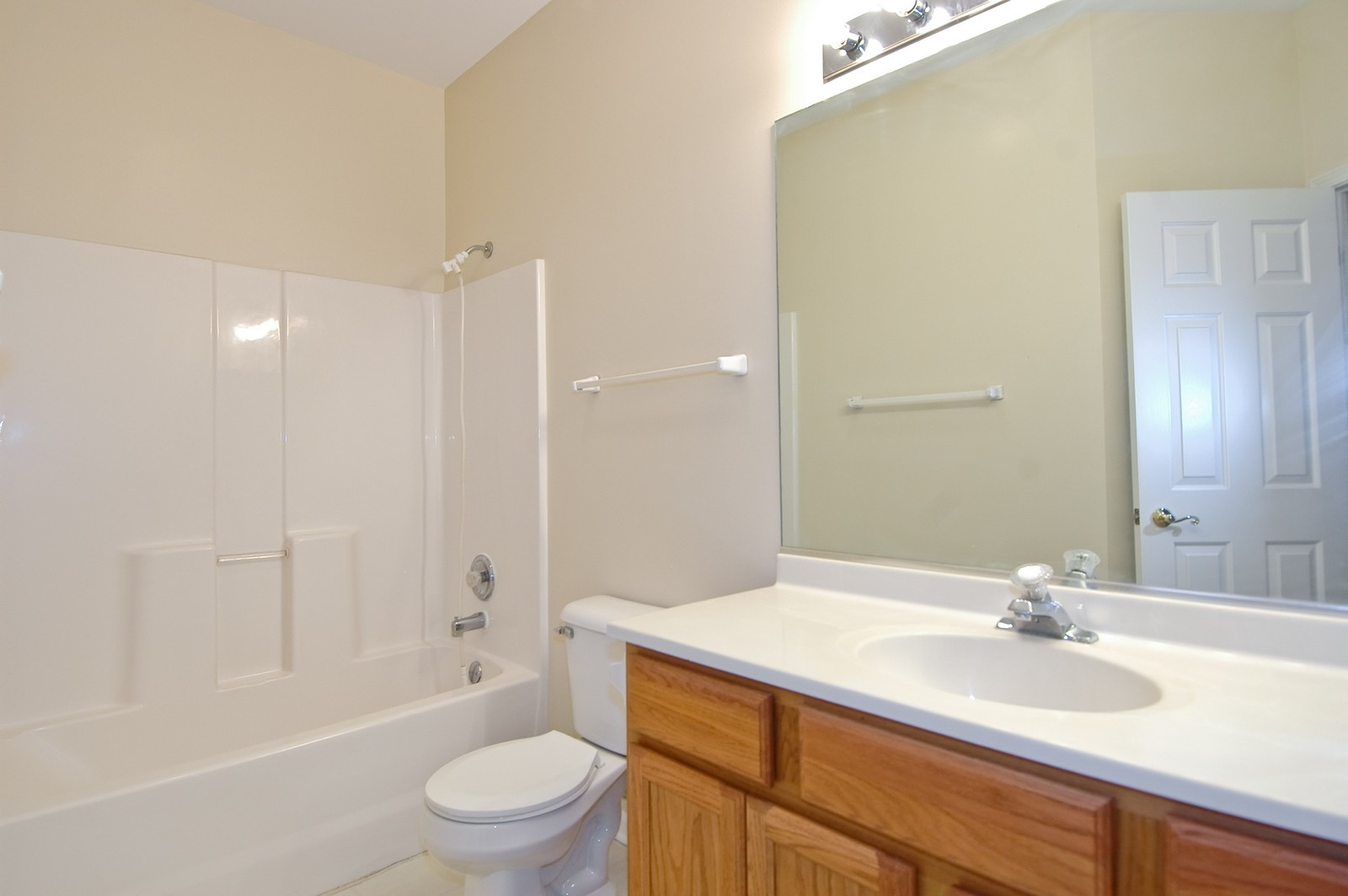Real Estate Photography - 2737 Cobblestone Dr, Unit B, Crystal Lake, IL, 60012 - Bathroom