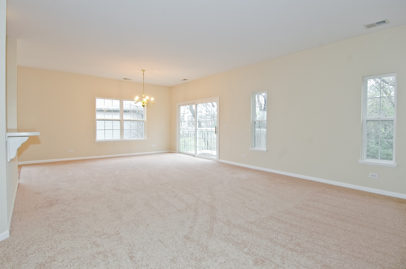 Real Estate Photography - 2737 Cobblestone Dr, Unit B, Crystal Lake, IL, 60012 - Living Room / Dining Room