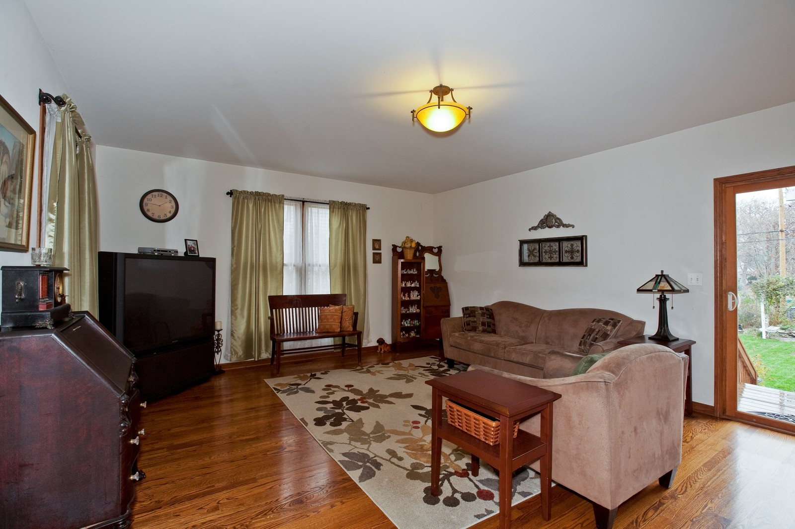 Real Estate Photography - 512 Prairie Ave, Downers Grove, IL, 60515 - Living Room