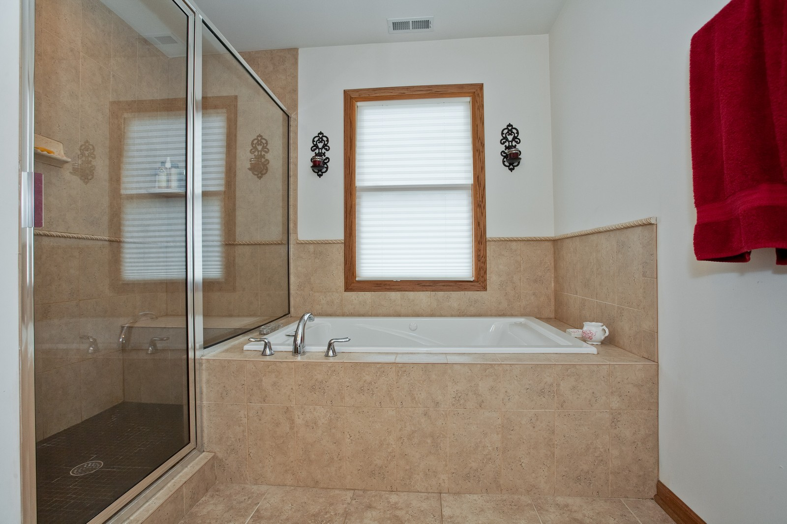 Real Estate Photography - 512 Prairie Ave, Downers Grove, IL, 60515 - Master Bathroom