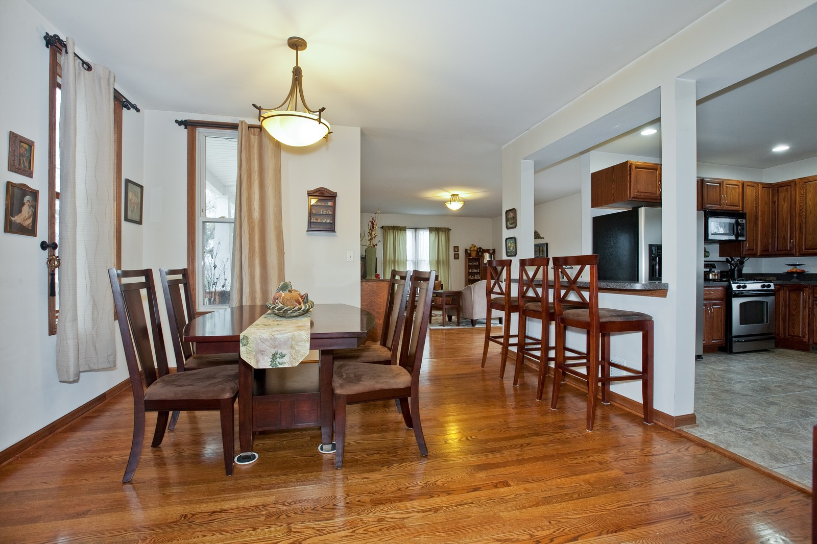 Real Estate Photography - 512 Prairie Ave, Downers Grove, IL, 60515 - Dining Room