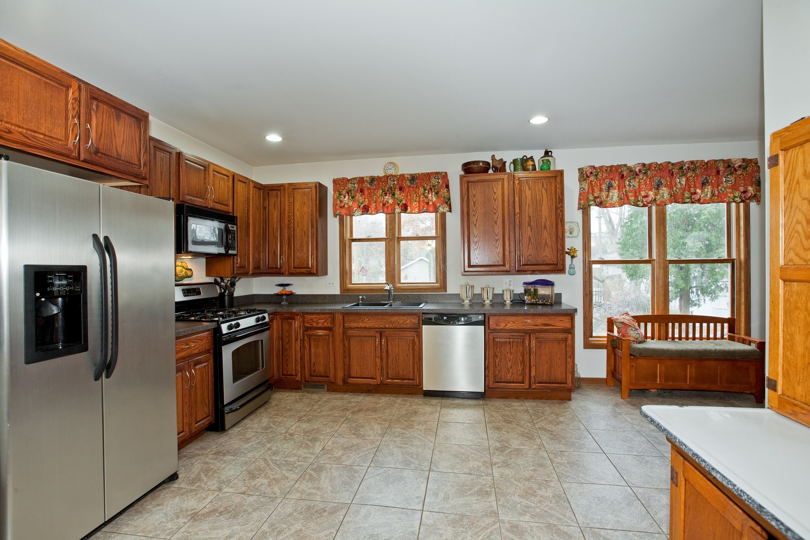 Real Estate Photography - 512 Prairie Ave, Downers Grove, IL, 60515 - Kitchen
