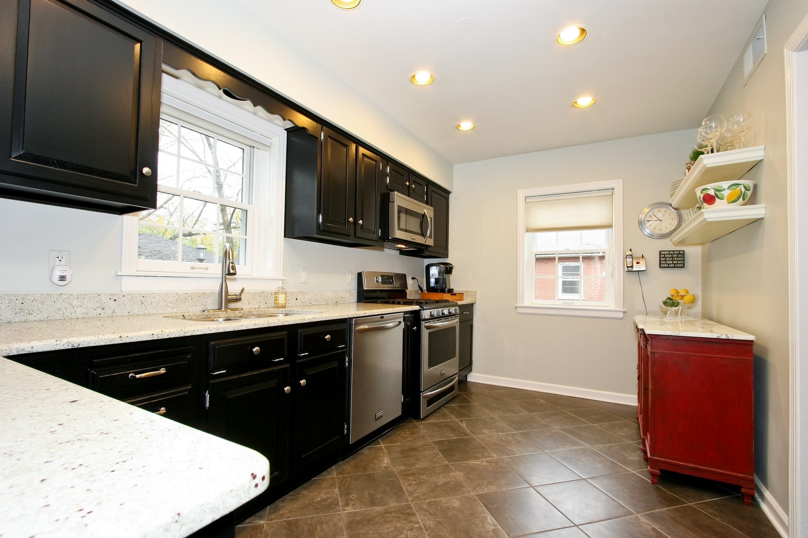 Real Estate Photography - 2235 Hutchison Rd, Flossmoor, IL, 60422 - Kitchen