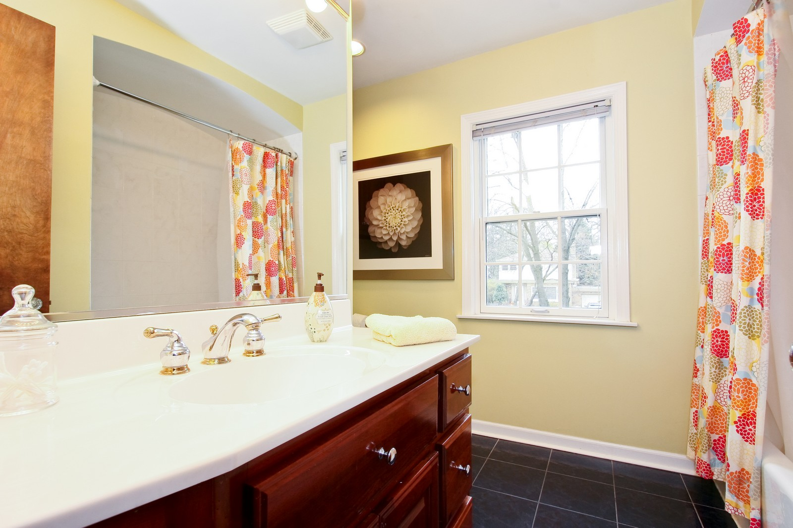 Real Estate Photography - 2235 Hutchison Rd, Flossmoor, IL, 60422 - Bathroom