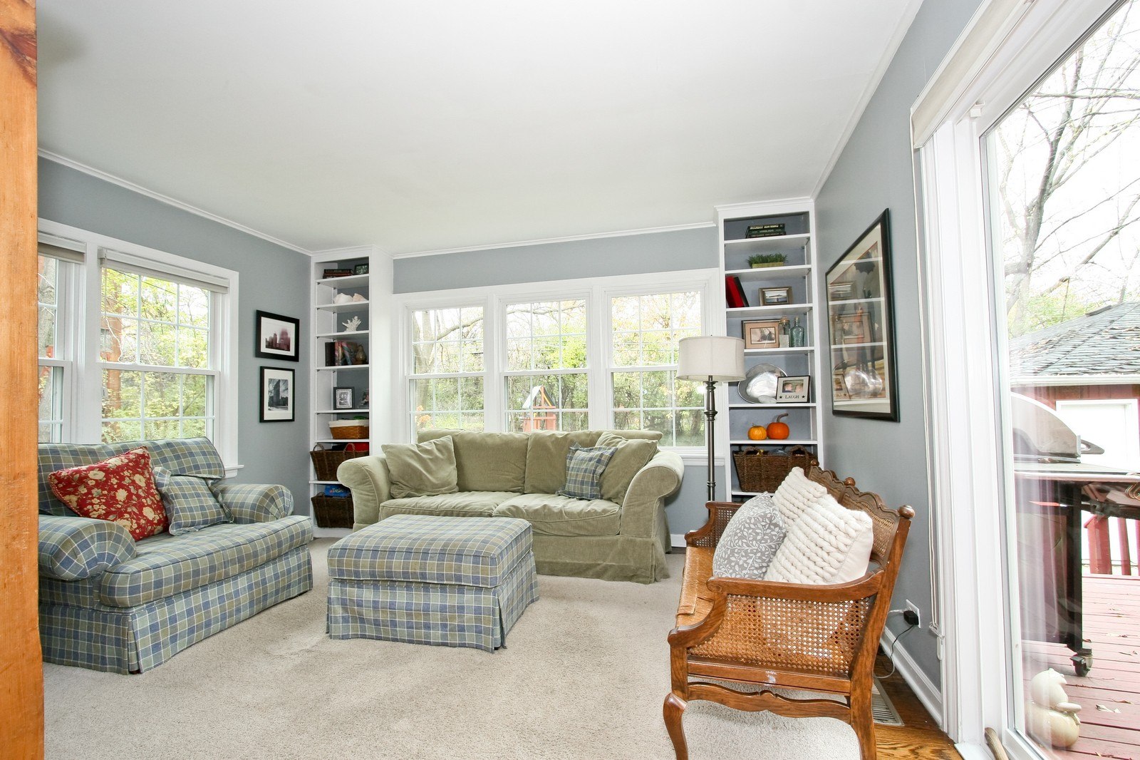 Real Estate Photography - 2235 Hutchison Rd, Flossmoor, IL, 60422 - Family Room