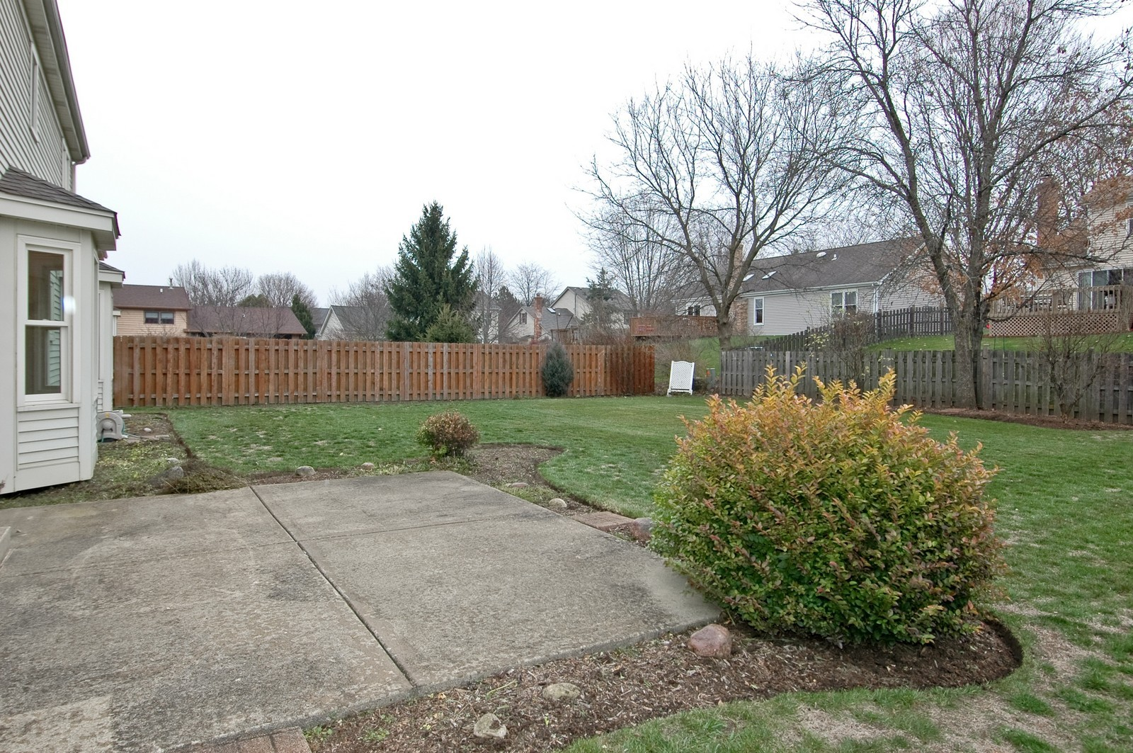 Real Estate Photography - 403 Essex Rd, Fox River Grove, IL, 60021 - Back Yard