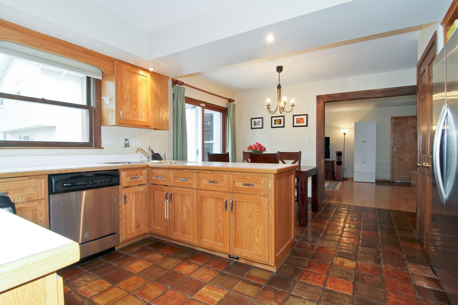 Real Estate Photography - 68 Swift Ln, Naperville, IL, 60565 - Kitchen