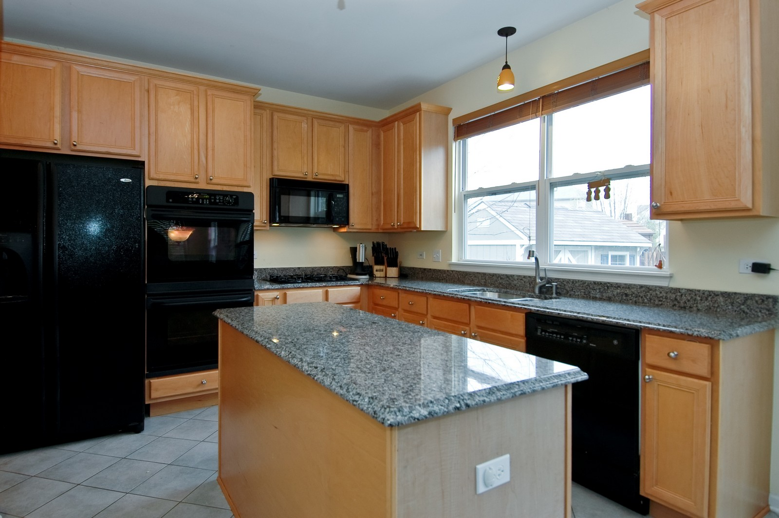 Real Estate Photography - 561 Golden Valley Ln, Algonquin, IL, 60102 - Kitchen