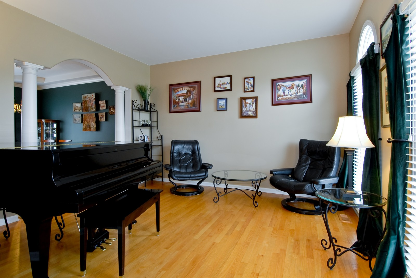 Real Estate Photography - 2111 Sisters Ave, Naperville, IL, 60564 - Living Room