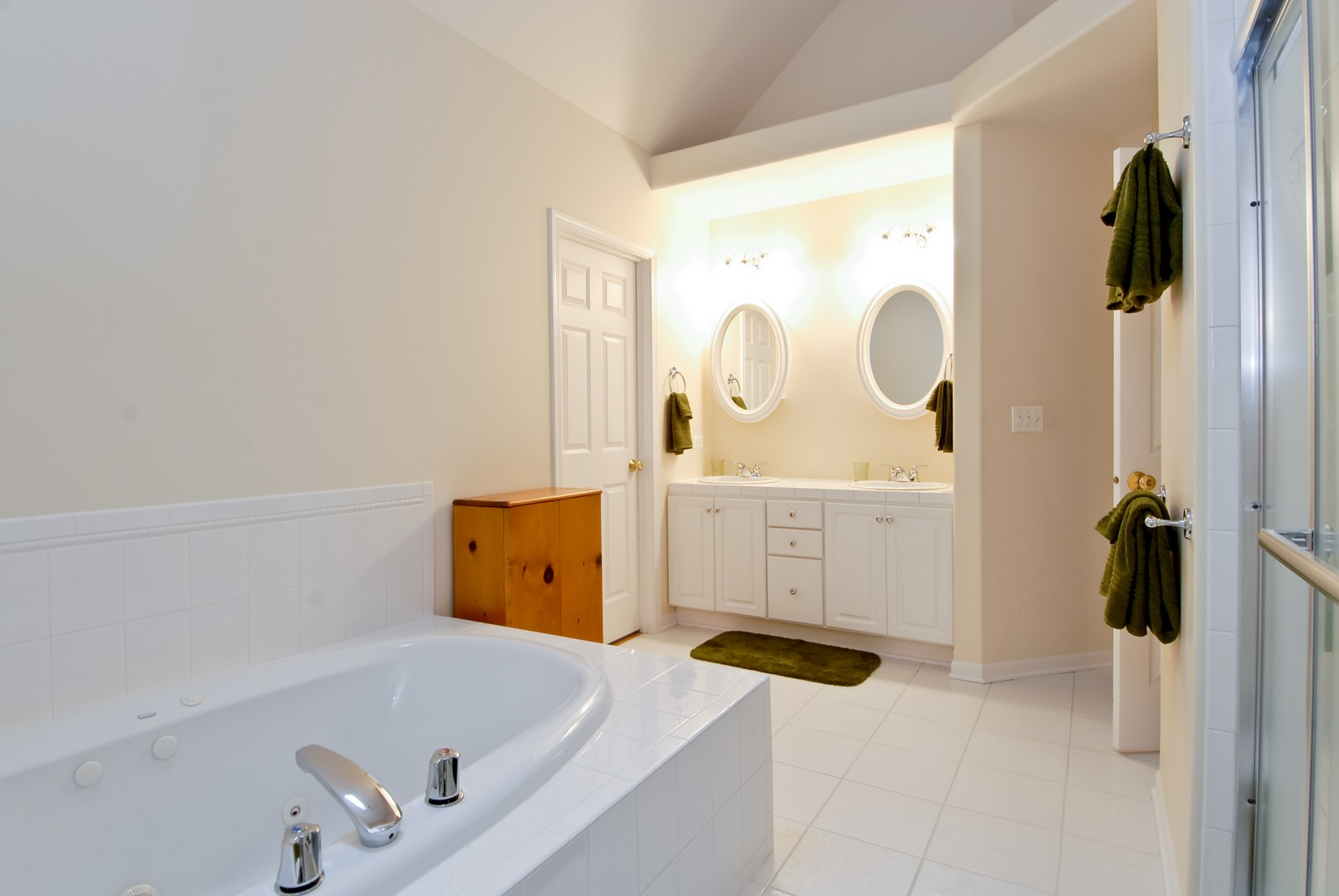 Real Estate Photography - 2111 Sisters Ave, Naperville, IL, 60564 - Master Bathroom