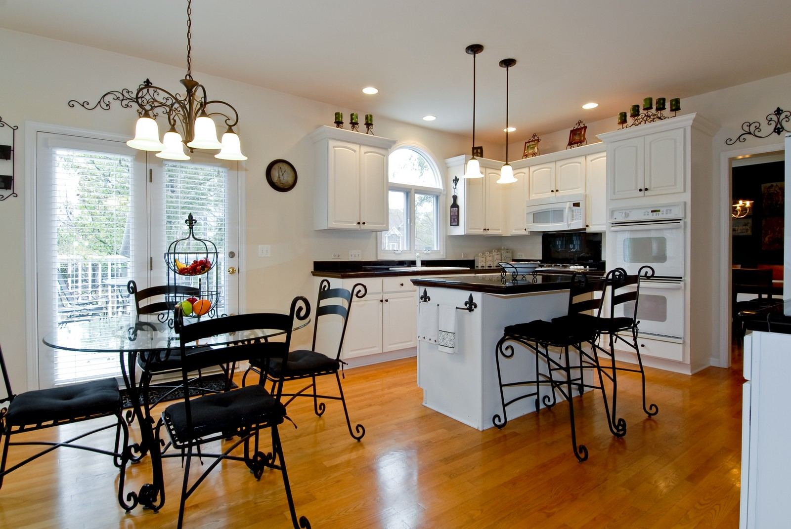 Real Estate Photography - 2111 Sisters Ave, Naperville, IL, 60564 - Kitchen / Breakfast Room