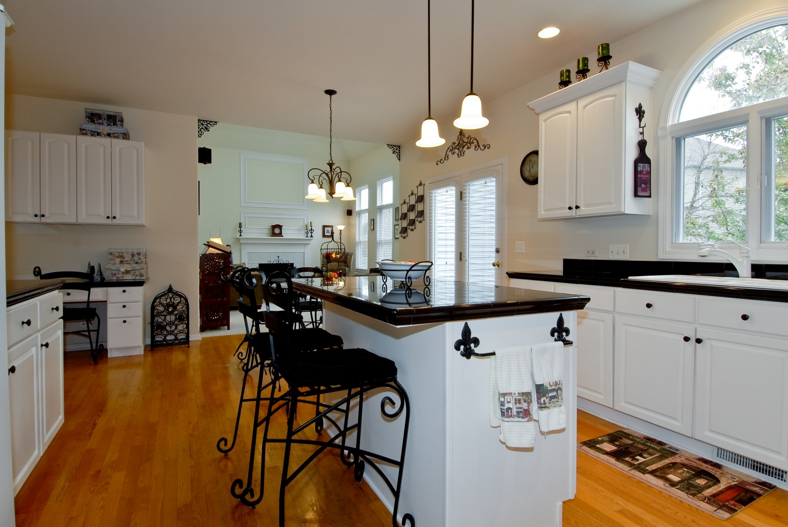 Real Estate Photography - 2111 Sisters Ave, Naperville, IL, 60564 - Kitchen