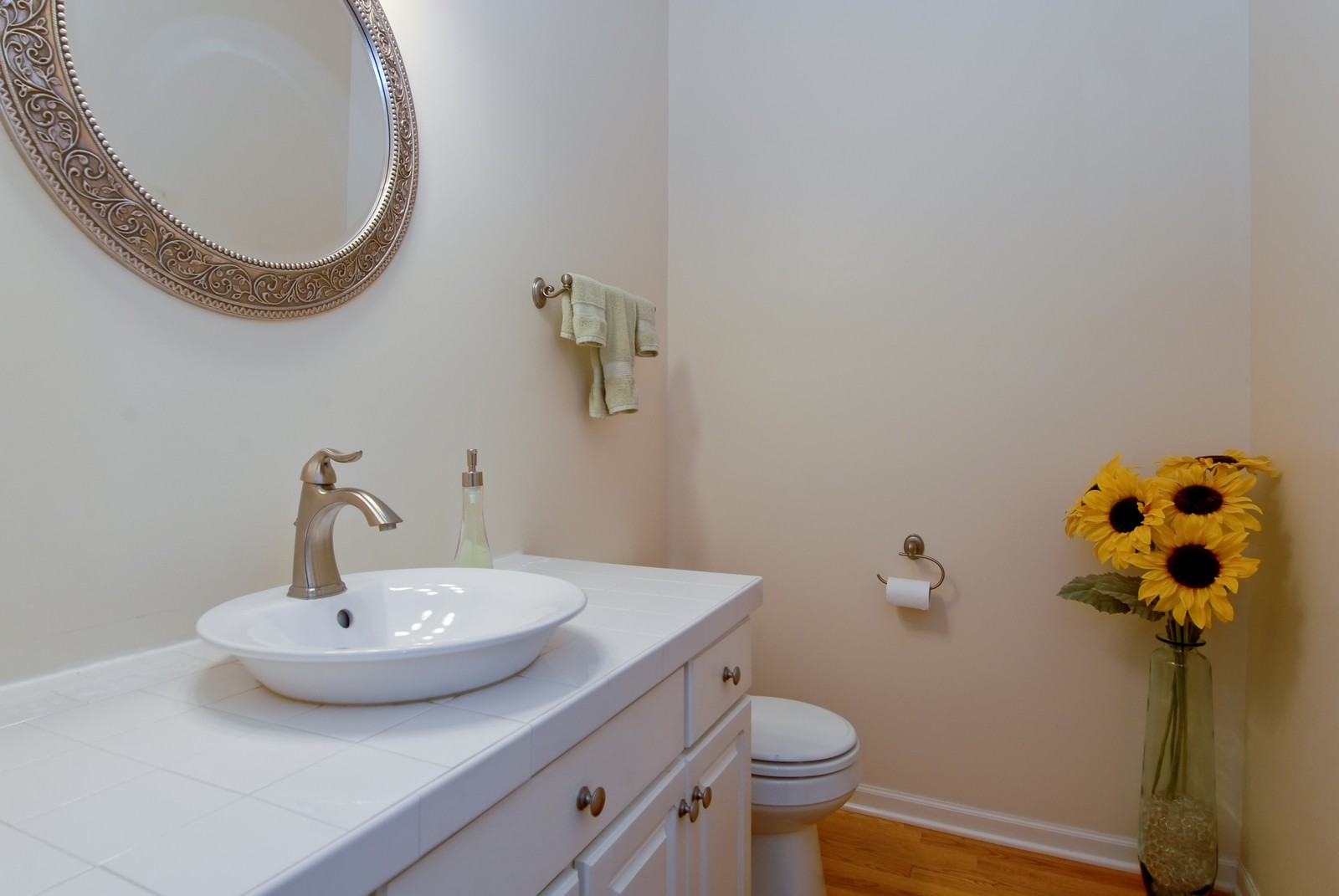 Real Estate Photography - 2111 Sisters Ave, Naperville, IL, 60564 - Guest Bath