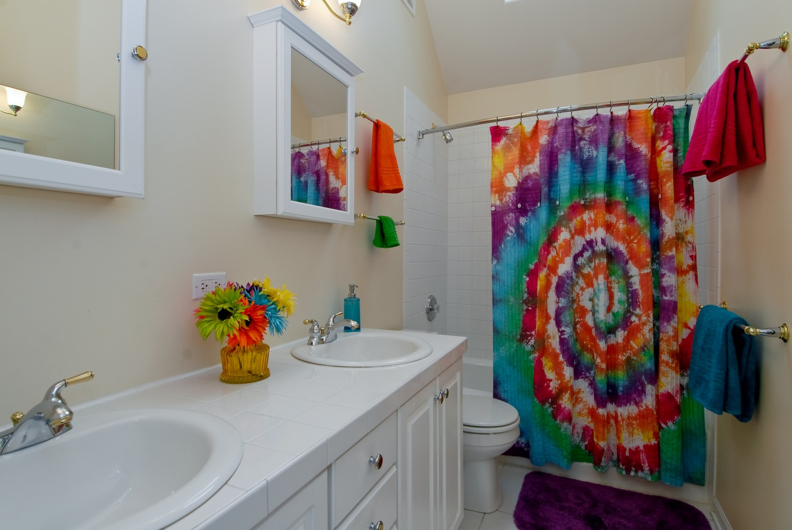 Real Estate Photography - 2111 Sisters Ave, Naperville, IL, 60564 - Hall Bathroom