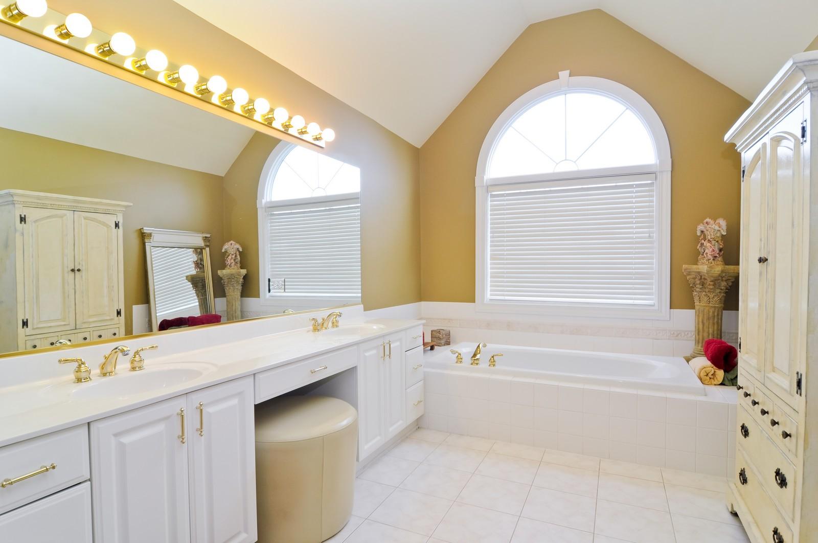 Real Estate Photography - 27137 Driftwood Ct, Lake Barrington, IL, 60010 - Master Bathroom