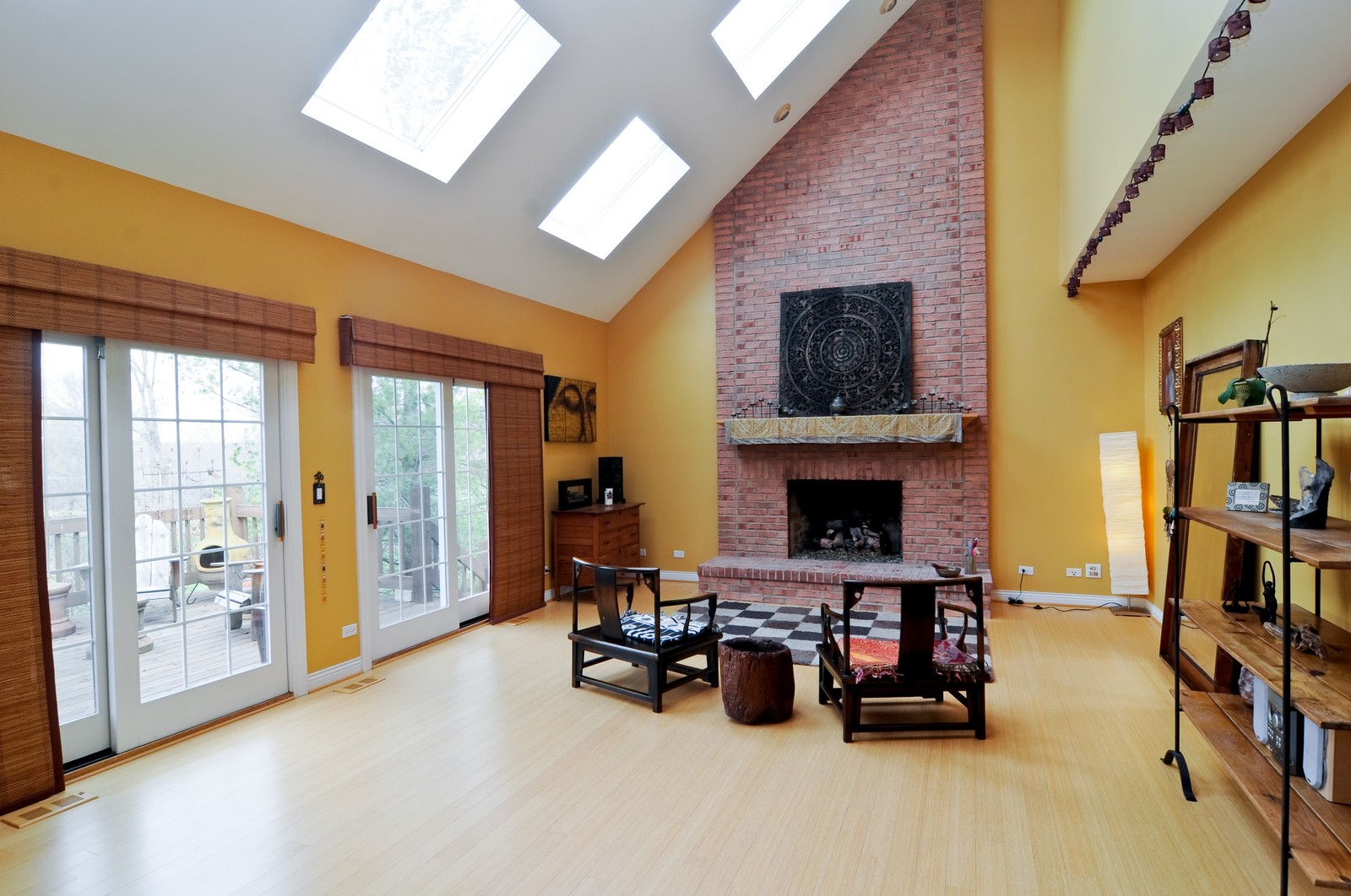 Real Estate Photography - 27137 Driftwood Ct, Lake Barrington, IL, 60010 - Family Room