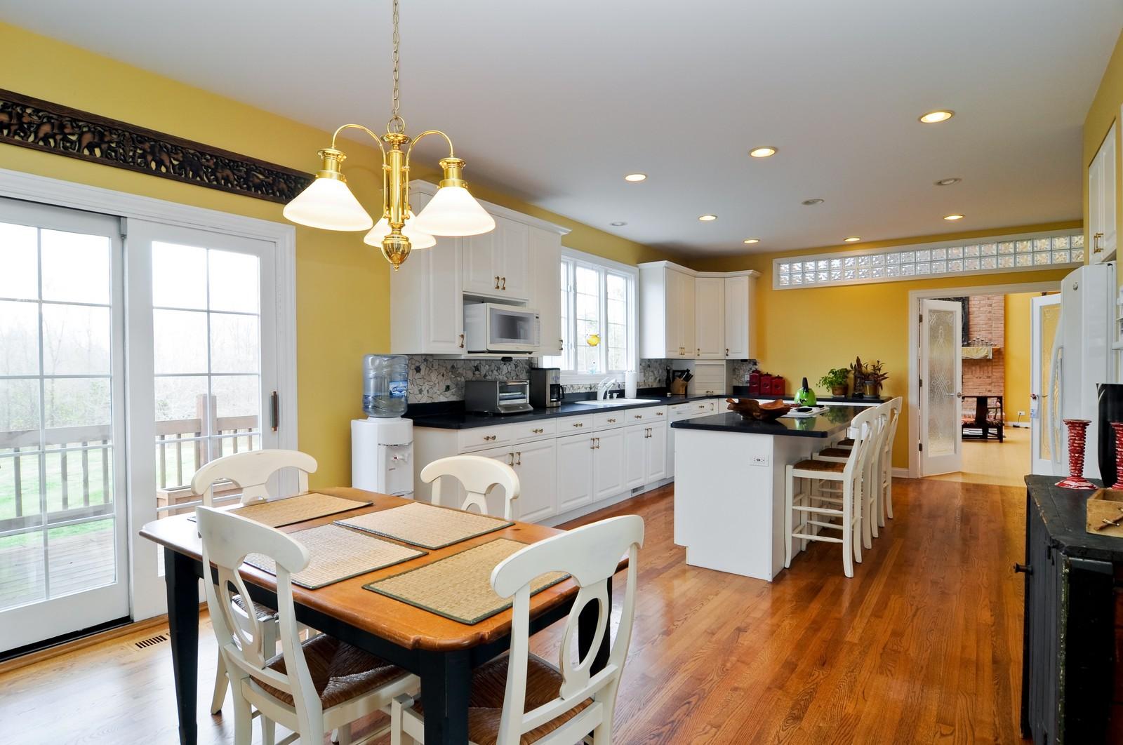 Real Estate Photography - 27137 Driftwood Ct, Lake Barrington, IL, 60010 - Kitchen