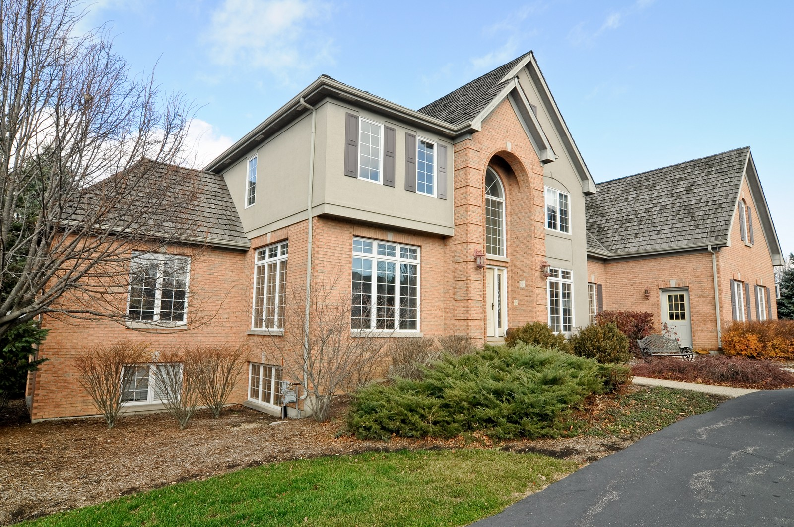 Real Estate Photography - 27137 Driftwood Ct, Lake Barrington, IL, 60010 - Front View