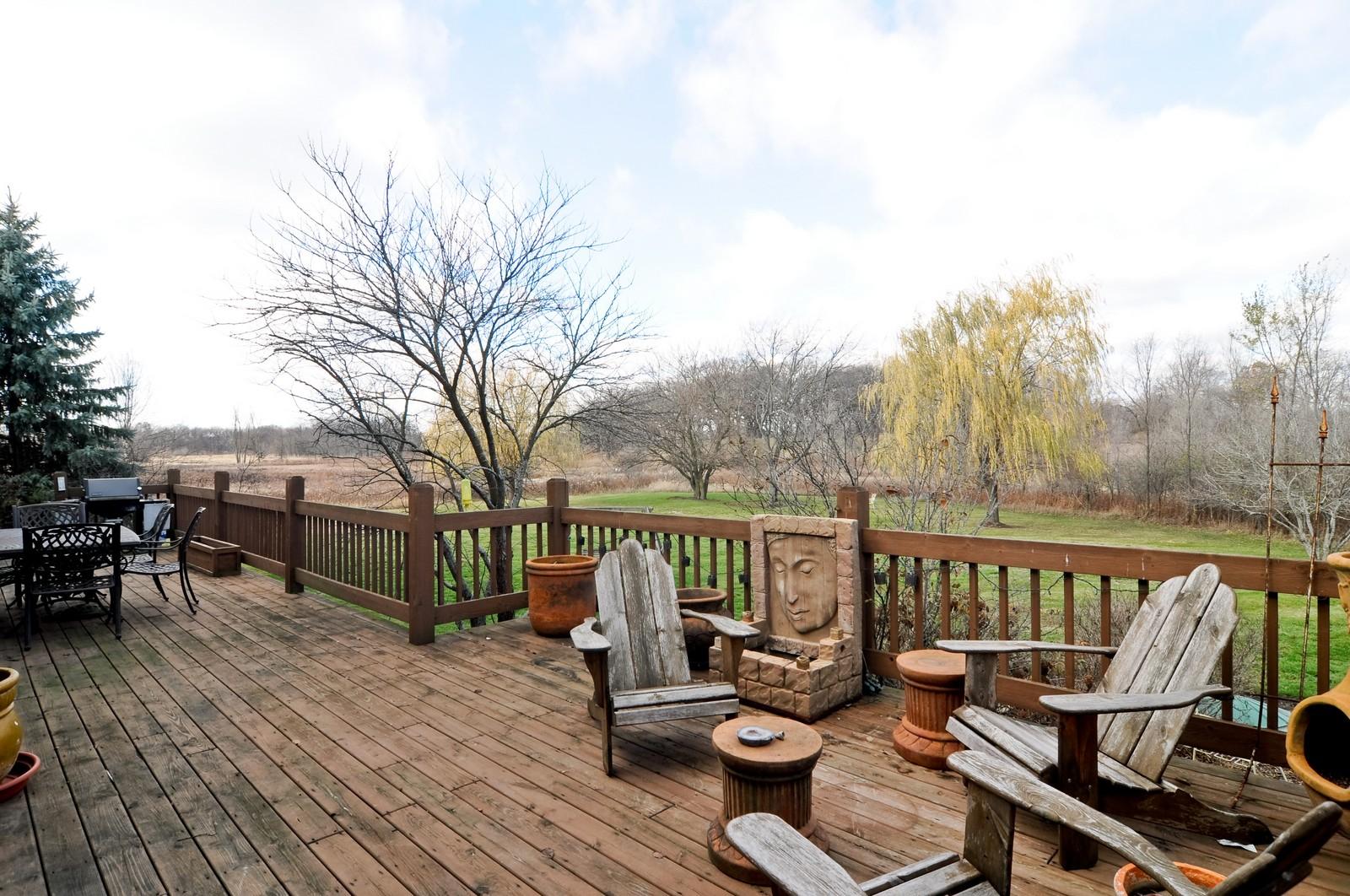 Real Estate Photography - 27137 Driftwood Ct, Lake Barrington, IL, 60010 - Deck