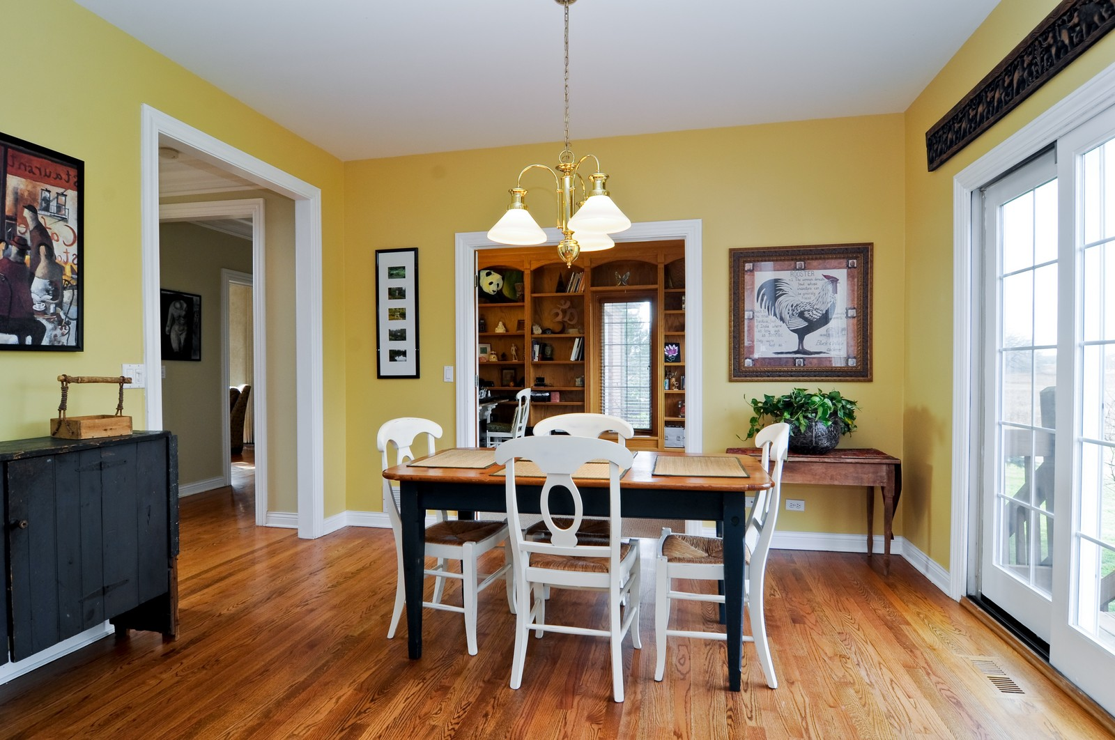 Real Estate Photography - 27137 Driftwood Ct, Lake Barrington, IL, 60010 - Breakfast Nook