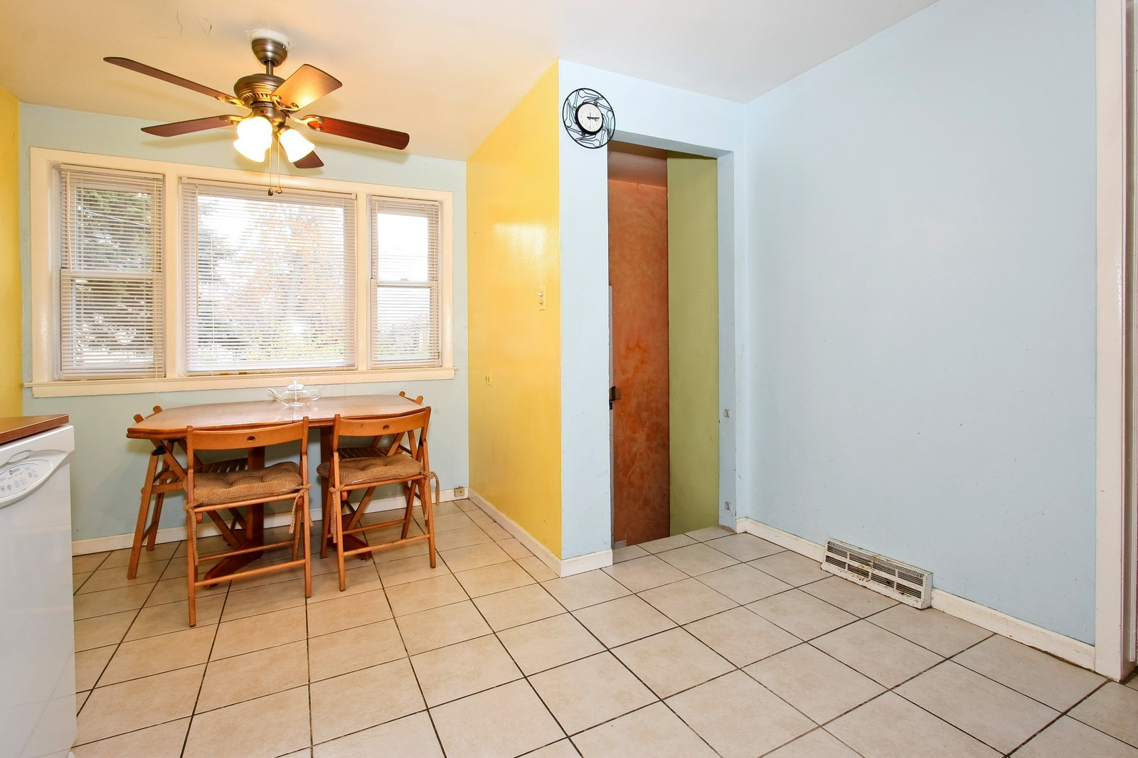 Real Estate Photography - 12462 S Wabash, Chicago, IL, 60620 - Kitchen / Dining Room