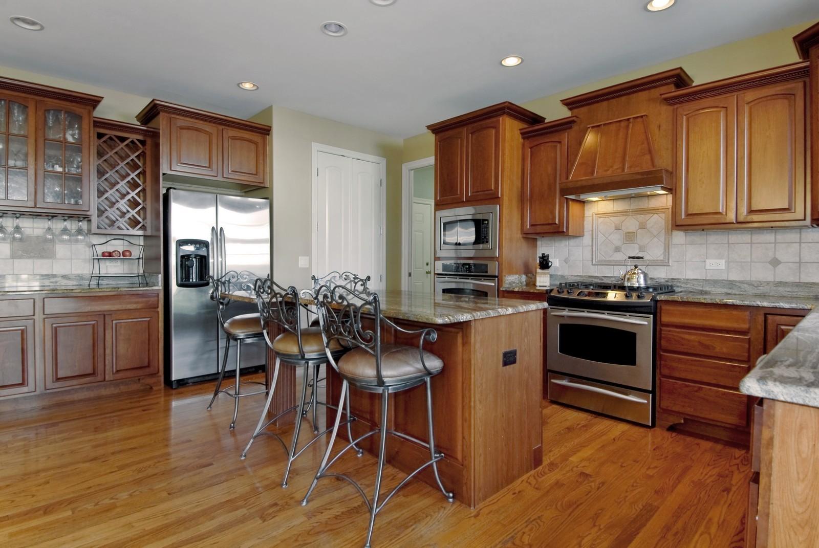 Real Estate Photography - 3839 Junebreeze Ln, Naperville, IL, 60564 - Kitchen