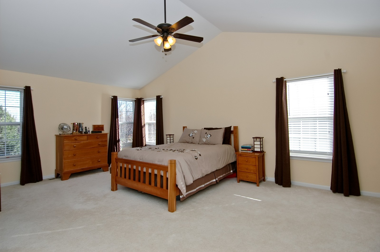Real Estate Photography - 1513 Rolling Hills Dr, Crystal Lake, IL, 60014 - Master Bedroom