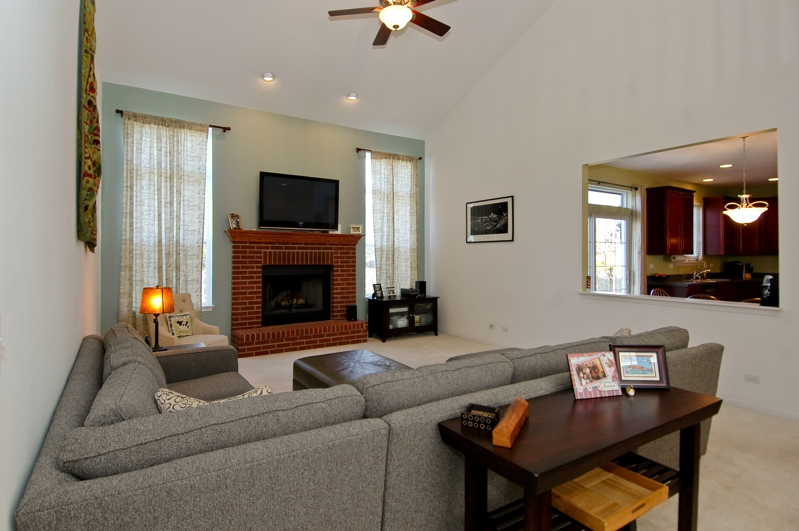 Real Estate Photography - 1513 Rolling Hills Dr, Crystal Lake, IL, 60014 - Family Room / Kitchen