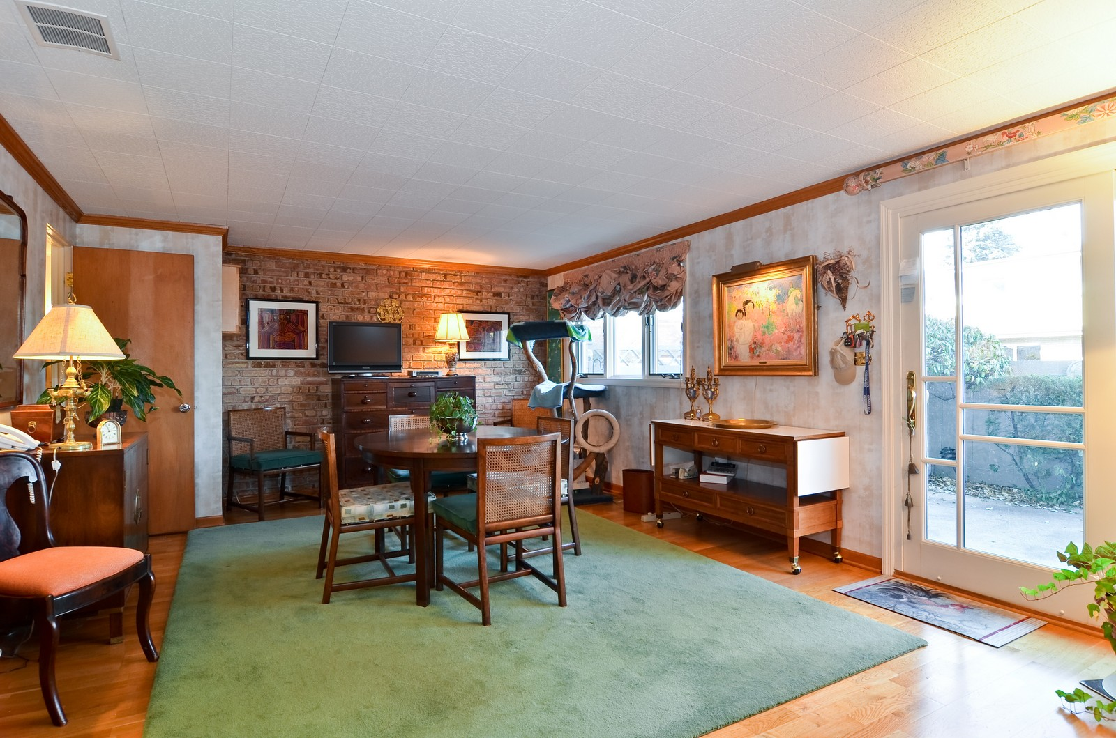 Real Estate Photography - 308 W Frontage Rd, Northfield, IL, 60093 - Family Room