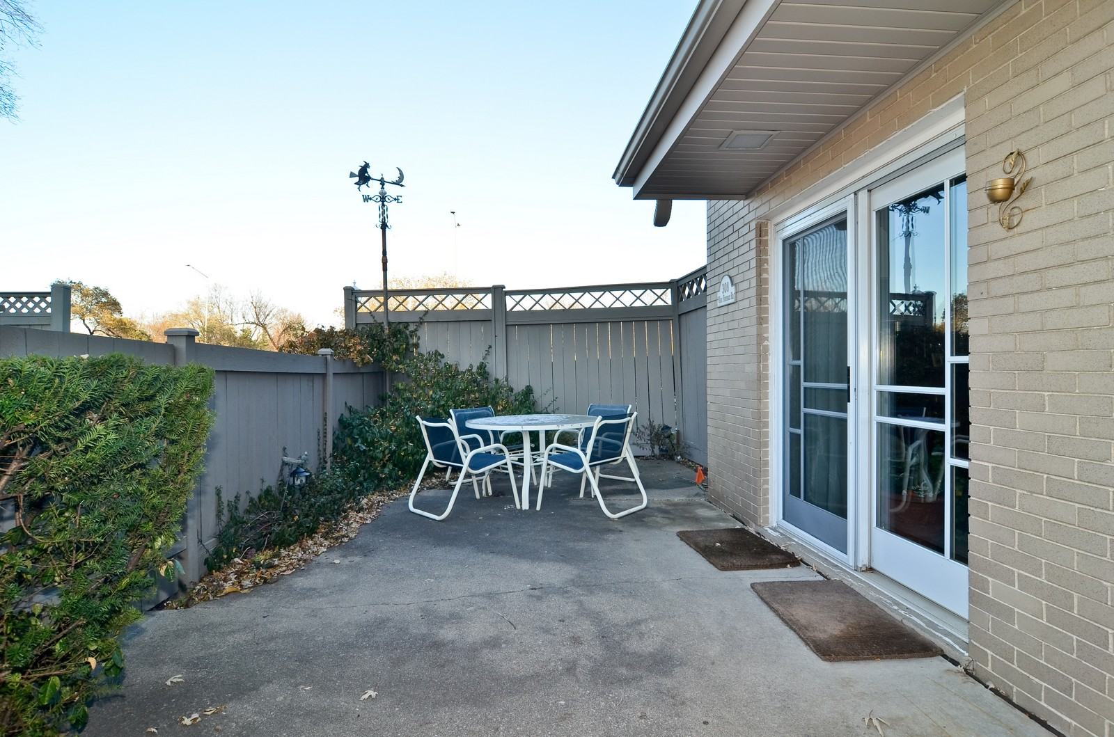 Real Estate Photography - 308 W Frontage Rd, Northfield, IL, 60093 - Patio
