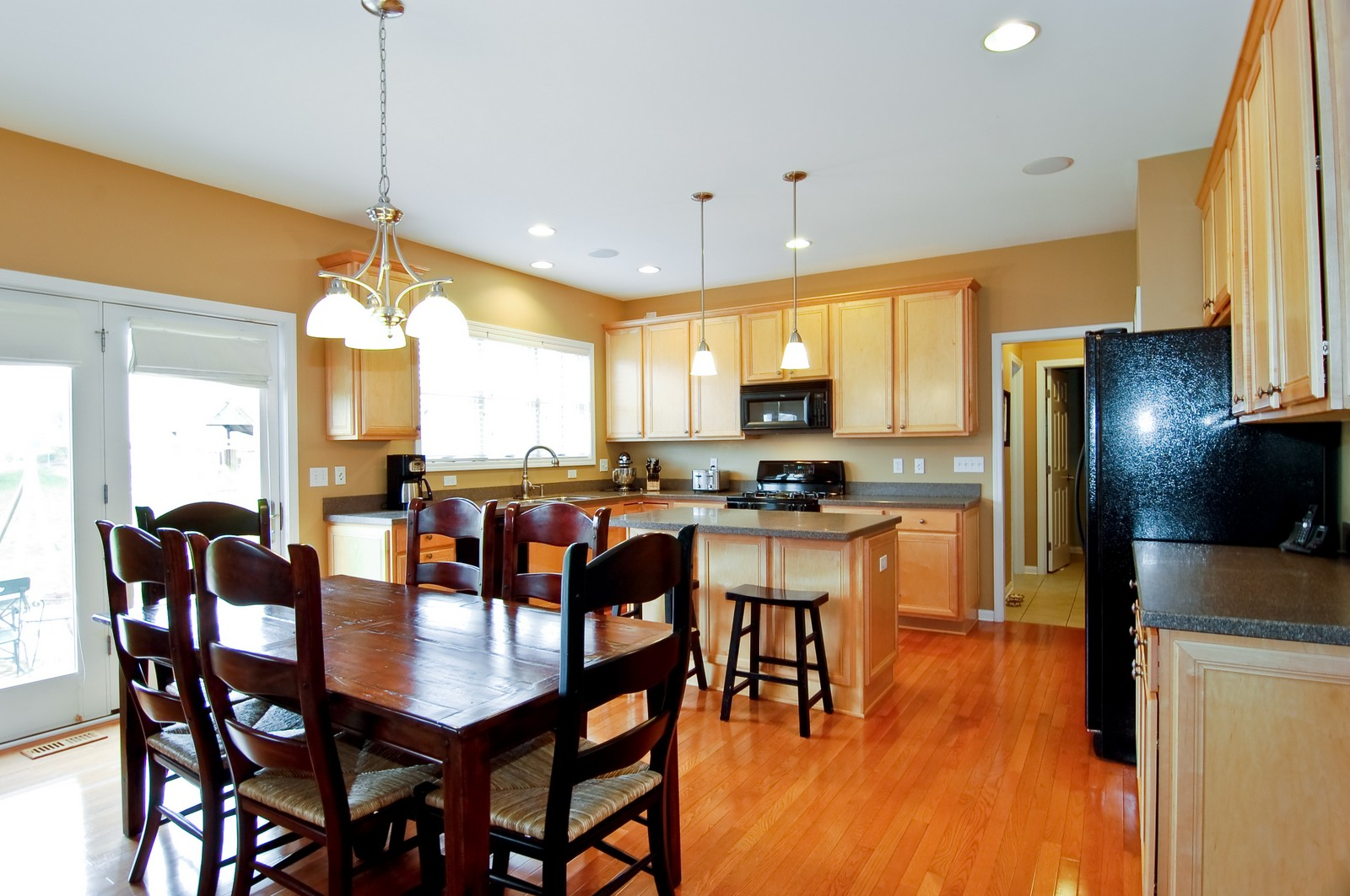 Real Estate Photography - 0S580 Preston Cir, Geneva, IL, 60134 - Kitchen
