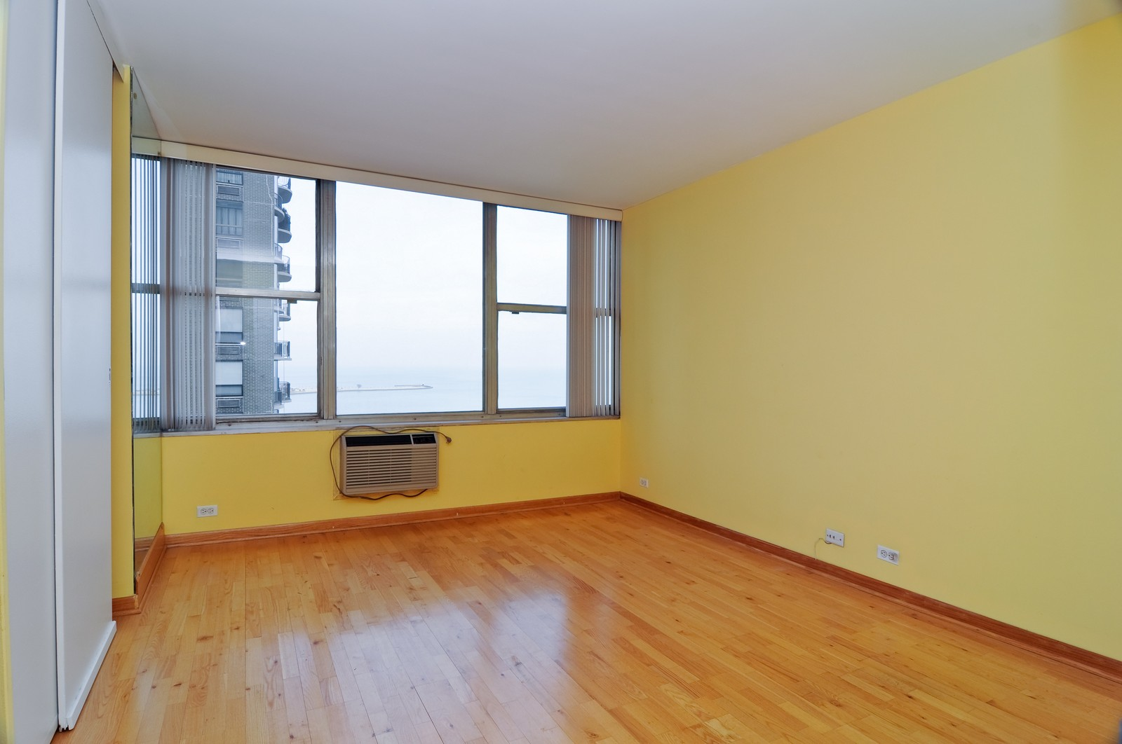 Real Estate Photography - 1000 Lake Shore Dr, Unit 2106, Chicago, IL, 60611 - Bedroom