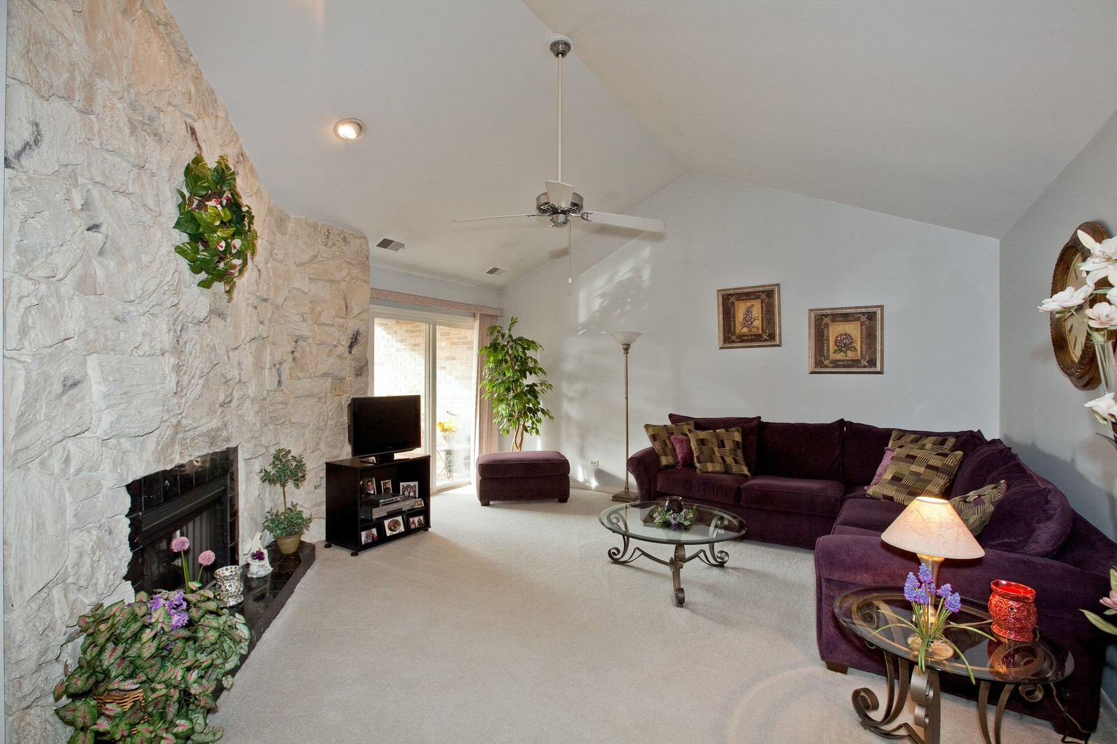 Real Estate Photography - 717 Maplewood Ct, Unit 38-C, Willowbrook, IL, 60527 - Living Room