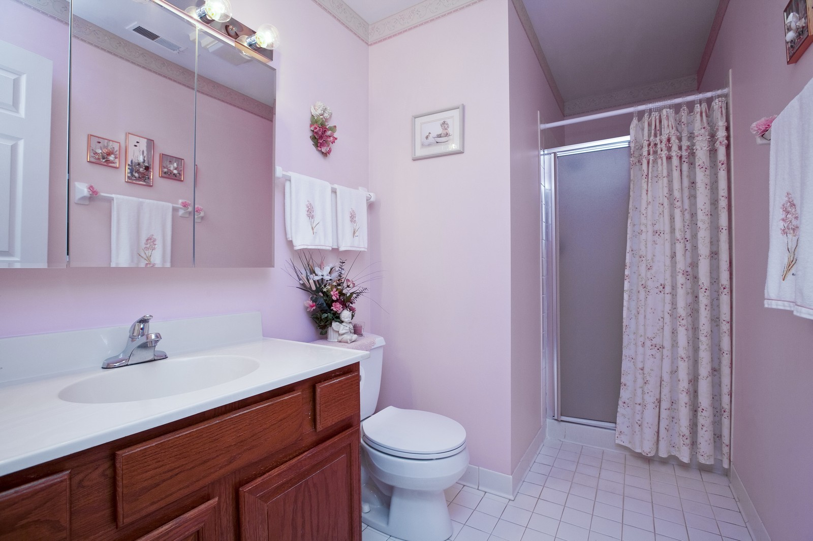 Real Estate Photography - 717 Maplewood Ct, Unit 38-C, Willowbrook, IL, 60527 - Master Bathroom
