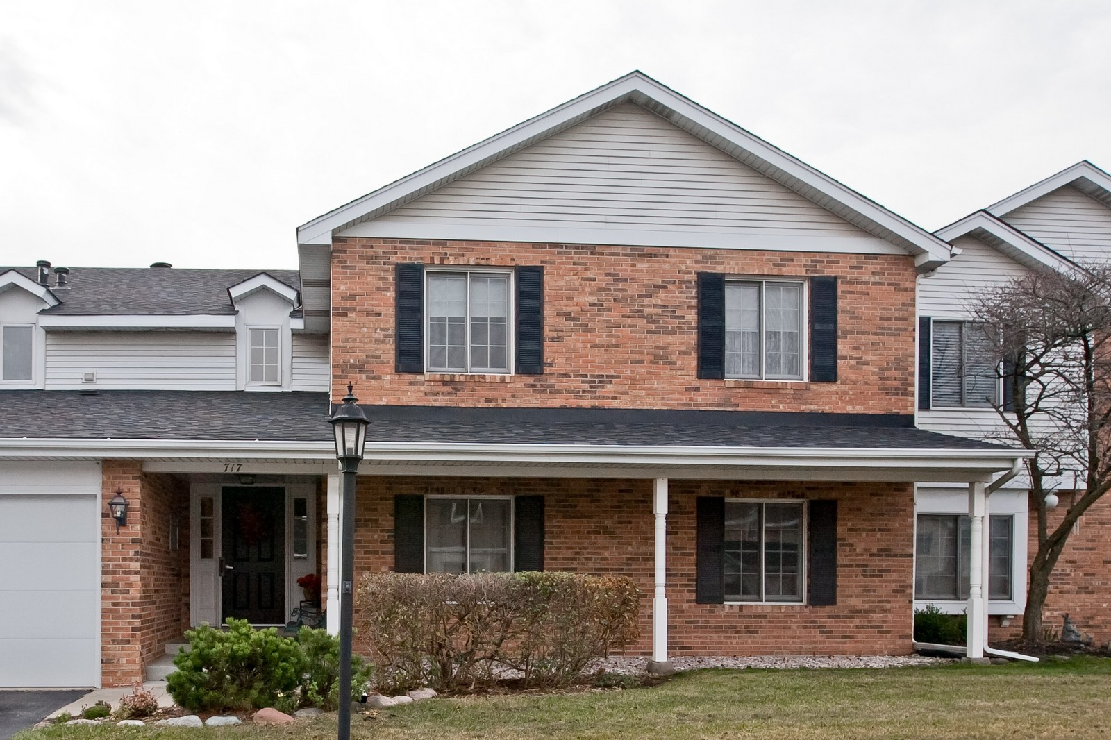 Real Estate Photography - 717 Maplewood Ct, Unit 38-C, Willowbrook, IL, 60527 - Front View