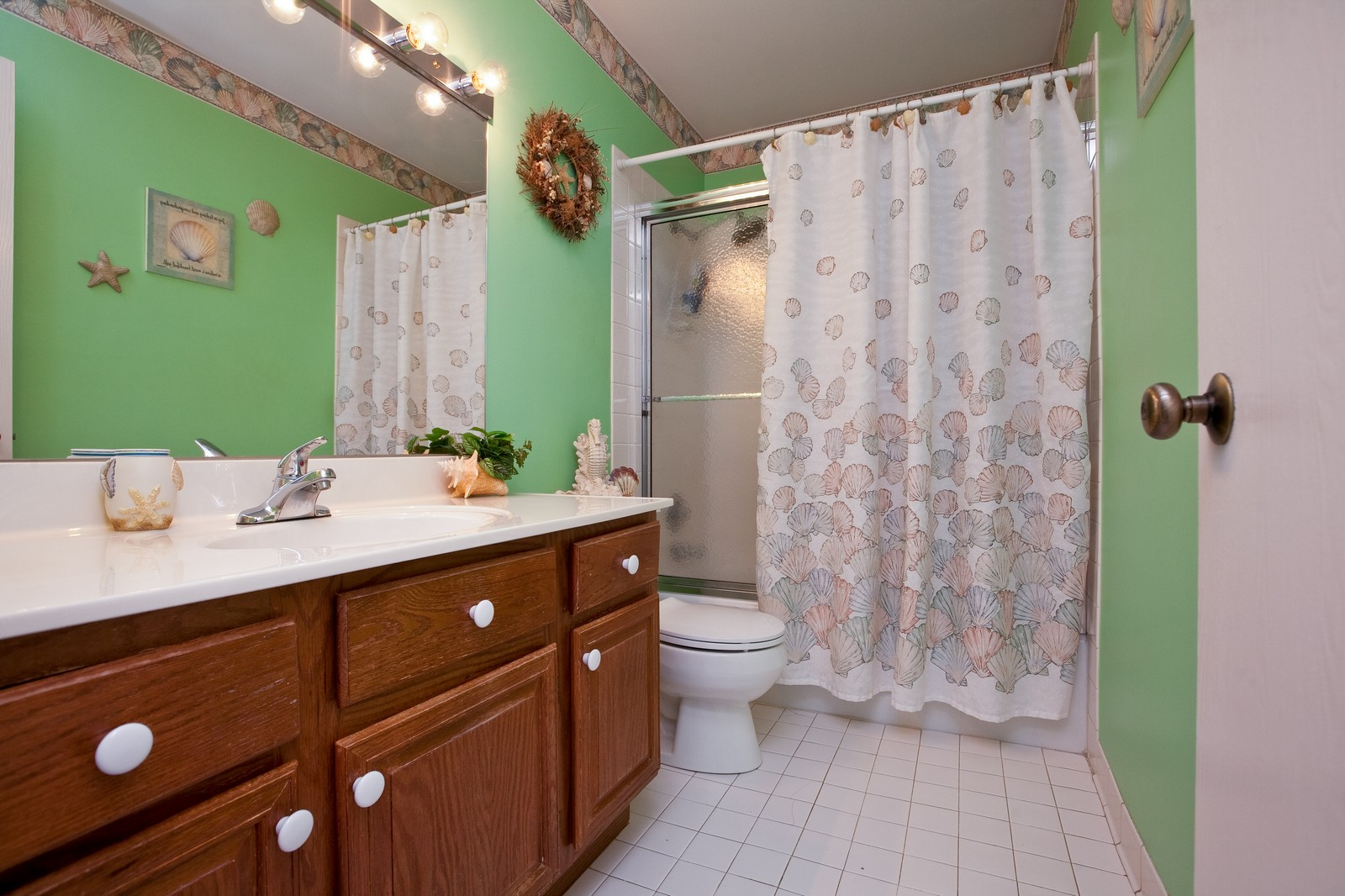 Real Estate Photography - 717 Maplewood Ct, Unit 38-C, Willowbrook, IL, 60527 - Bathroom