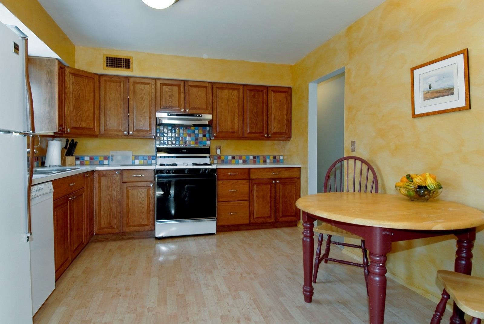 Real Estate Photography - 1401 Elm St, St Charles, IL, 60174 - Kitchen / Breakfast Room
