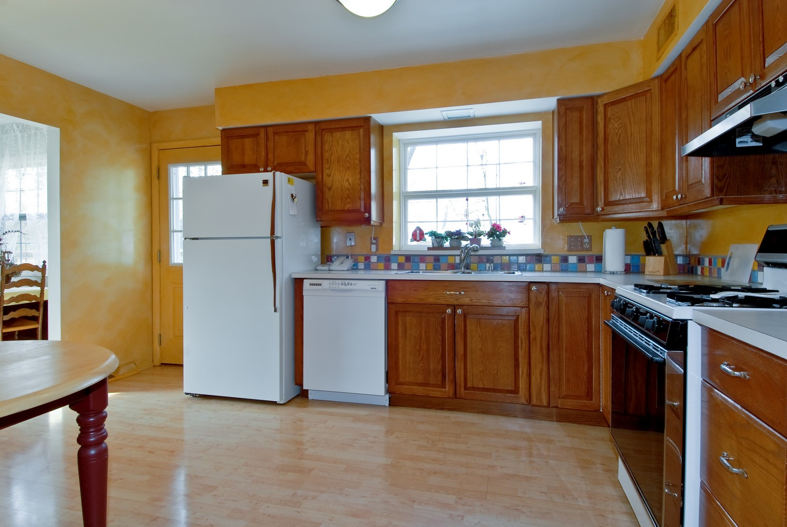 Real Estate Photography - 1401 Elm St, St Charles, IL, 60174 - Kitchen