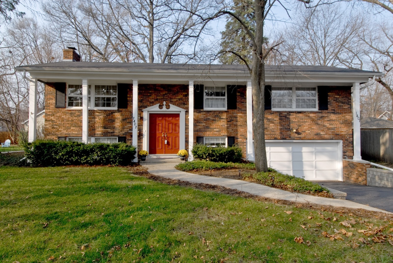 Real Estate Photography - 1401 Elm St, St Charles, IL, 60174 - Front View
