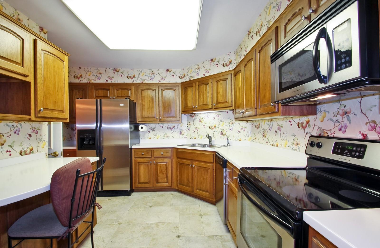 Real Estate Photography - 640 Winnetka Mews, Unit 105, Winnetka, IL, 60093 - Kitchen