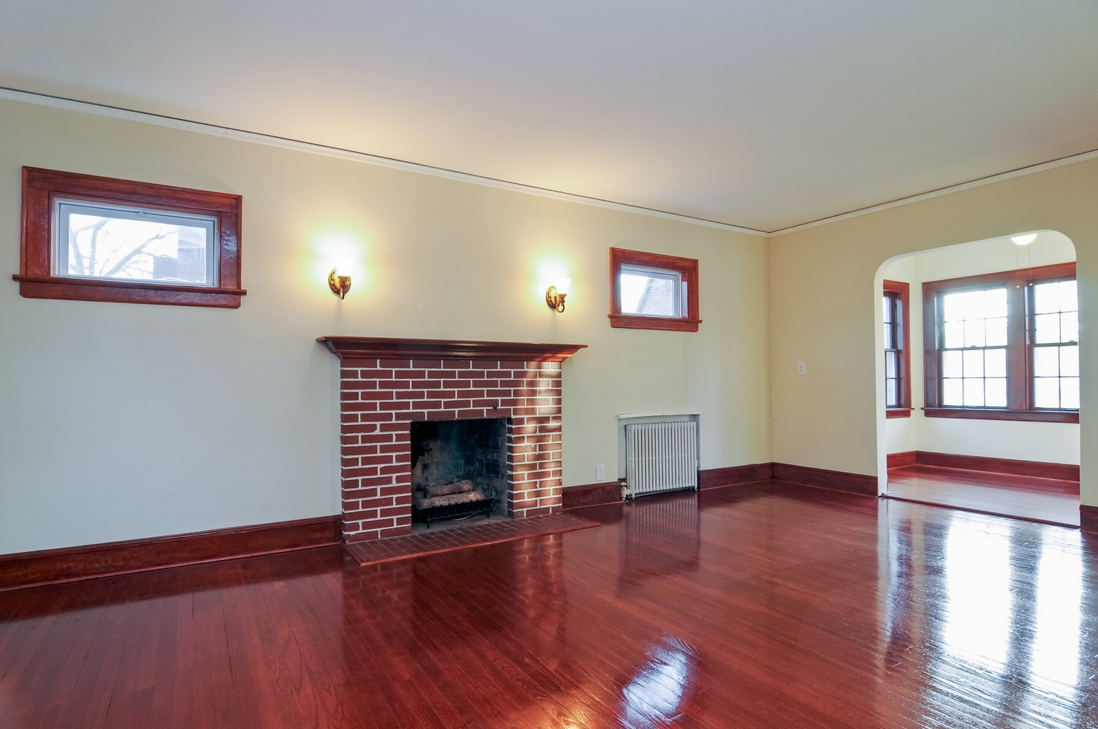 Real Estate Photography - 1516 N Jackson St, Waukegan, IL, 60085 - Living Room
