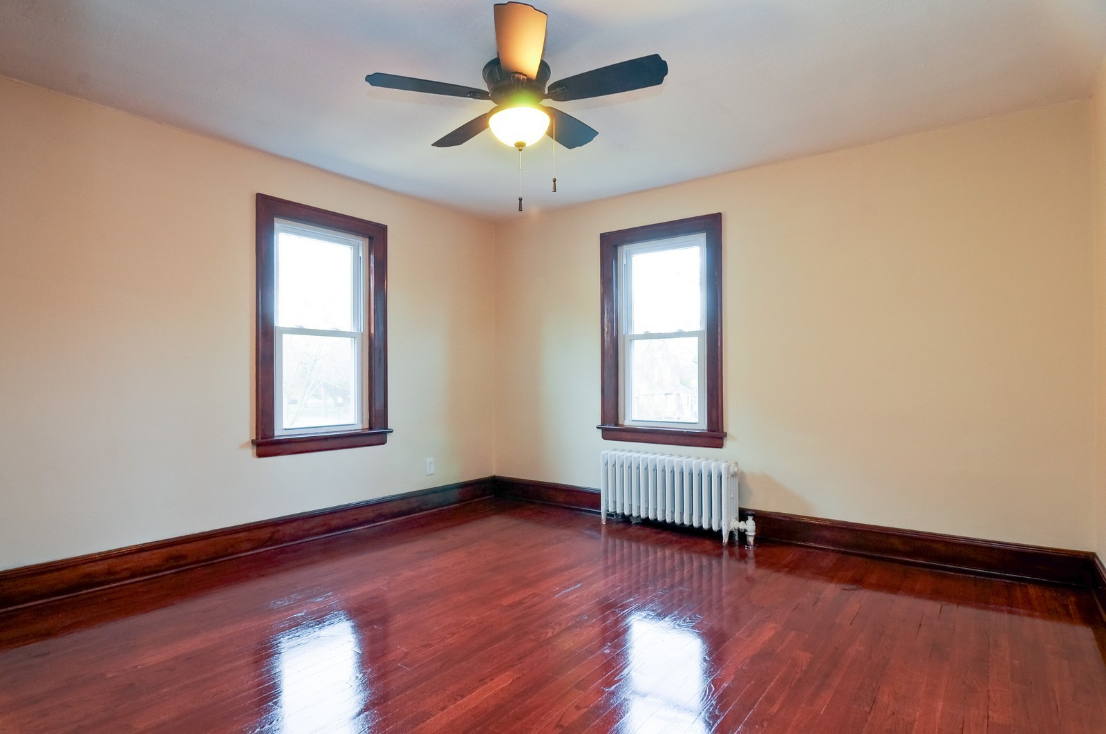 Real Estate Photography - 1516 N Jackson St, Waukegan, IL, 60085 - 2nd Bedroom